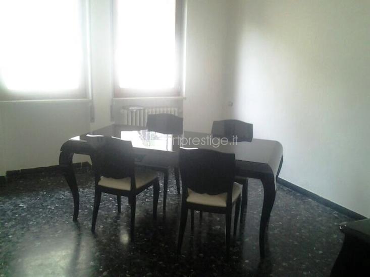 Tavolo con sedie art prestige luxury furniture for Sedie nere ecopelle