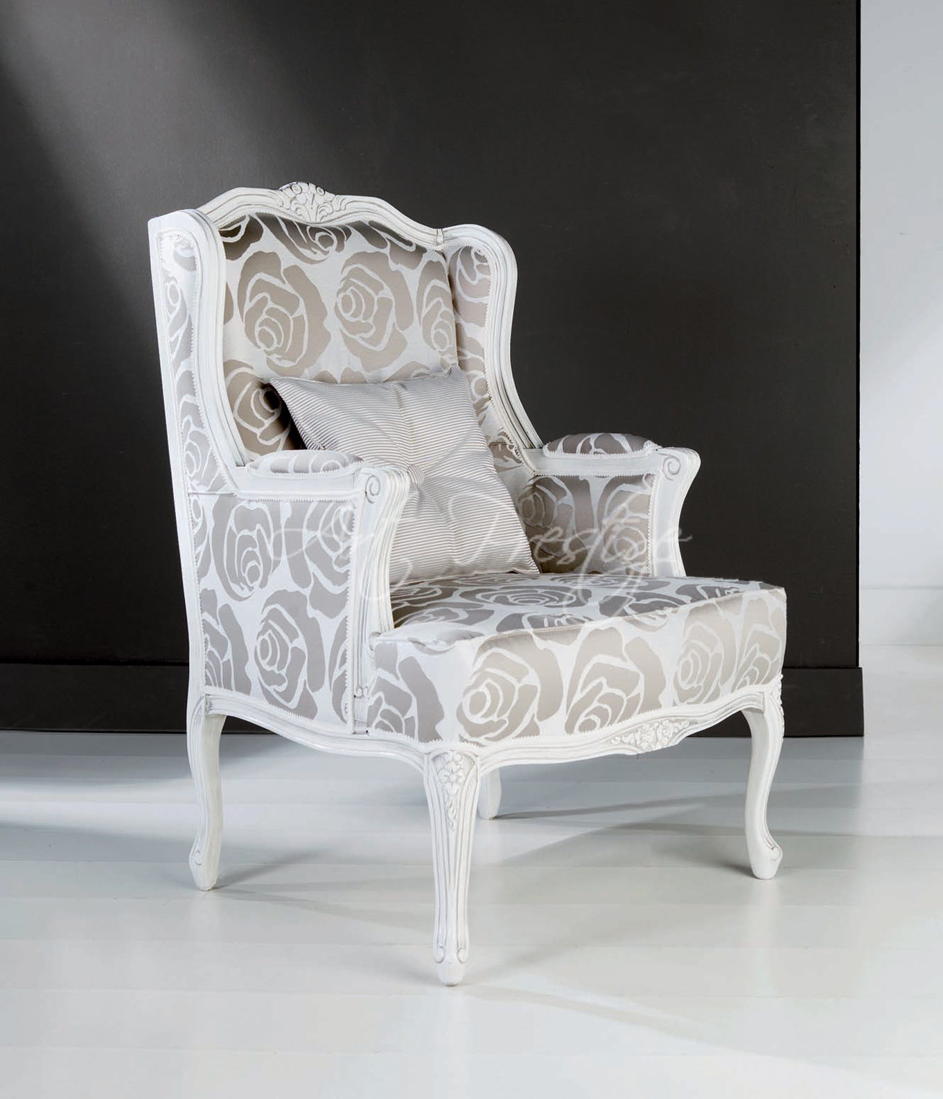 Art.650/P White And Silver Armchair